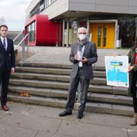 Im Bild von links: SPD-Vorsitzender Holger Schmitt, Rektor Walter Schäffer, Fair-Trade-Initiatorin und Gemeinderätin Ute Hofmann